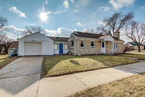 Photo of 3735 W Lakefield Dr, Milwaukee, WI 53215