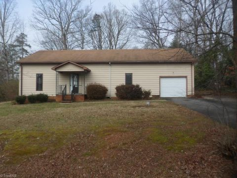 Photo of 6281 Styers Ferry Rd, Clemmons, NC 27012