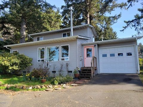 Photo of 420 E 2nd St, Yachats, OR 97498