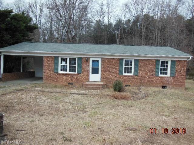 3794 Walnut Ridge Dr, Walkertown, NC 27051