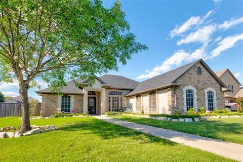 Photo of 602 Maple Dr, Pilot Point, TX 76258