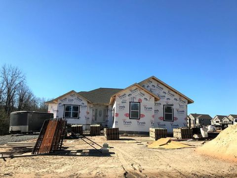 Photo of 401 Riverview Dr, Crossville, TN 38555