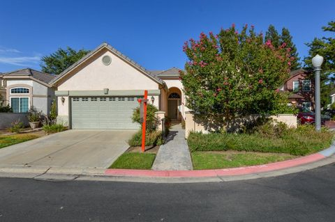 Photo of 2282 Dawson Cove Ln, Clovis, CA 93611