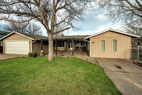 31 Sw Academy Way, College Place, WA 99324