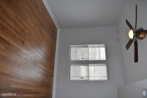 Photo of 4113 W Lawrence Ave # 2, Chicago, IL 60630