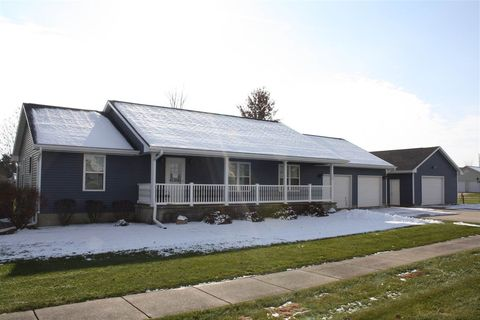 Photo of 130 Emerald Ln, Fruitland, IA 52749