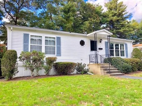 Photo of 15 Sycamore Dr, Kingston, MA 02364
