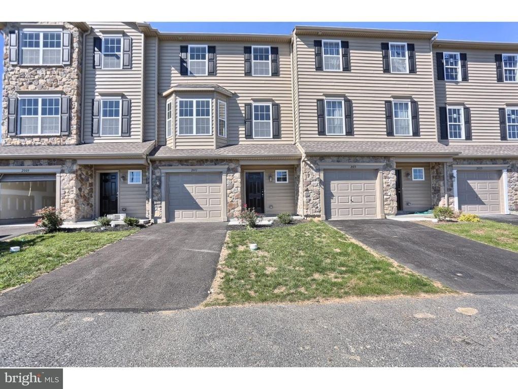 2055 Crown Mill Dr # 25, Mohrsville, PA 19541
