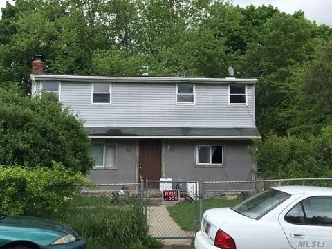 863 Taylor Ave, East Patchogue, NY 11772
