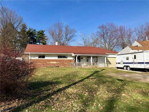 Photo of 4158 Westmont Dr, Youngstown, OH 44515