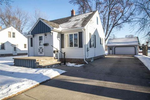 221 Darboy Rd, Combined Locks, WI 54113