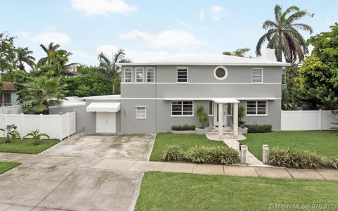 Photo of 10960 N Bayshore Dr, Miami, FL 33161