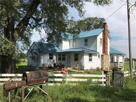 318 Yellowstone Rd, Blue Mound, KS 66010
