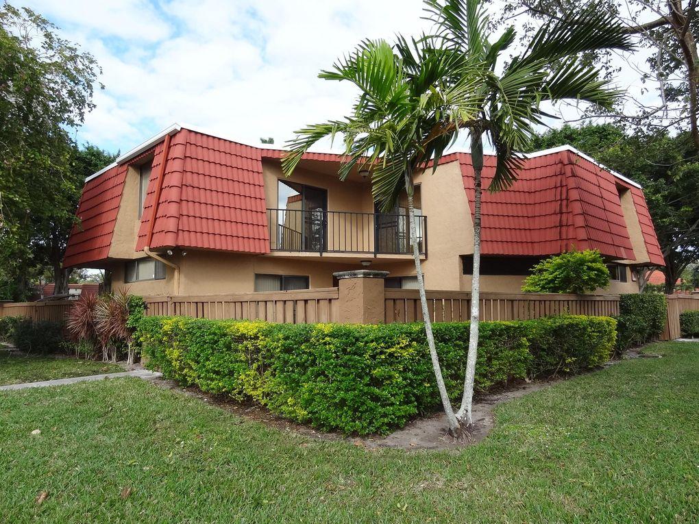 8225 Severn Dr Apt D Boca Raton, FL 33433