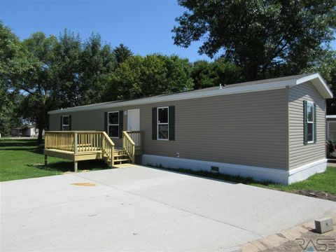 Photo of 318 Nw 9th St, Madison, SD 57042