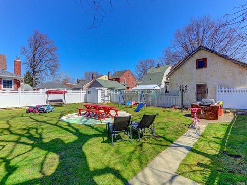 Photo of 87-91 257th St, Floral Park, NY 11001