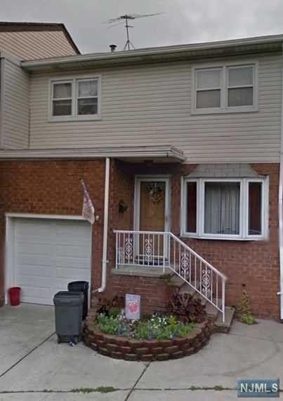 39 Suburbia Dr, Jersey City, NJ 07305
