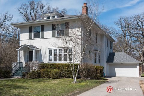 Photo of 627 Abbotsford Rd, Kenilworth, IL 60043