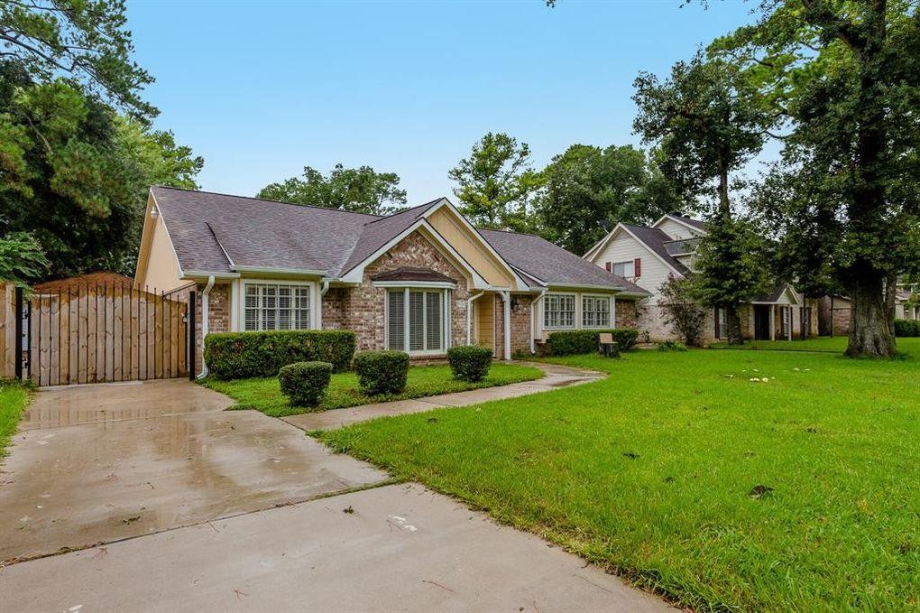7135 Majestic Oaks Dr, Houston, TX 77040
