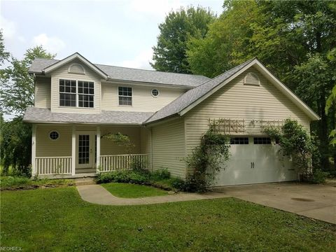 Photo of 1353 Lake Vue Dr, Roaming Shores, OH 44085