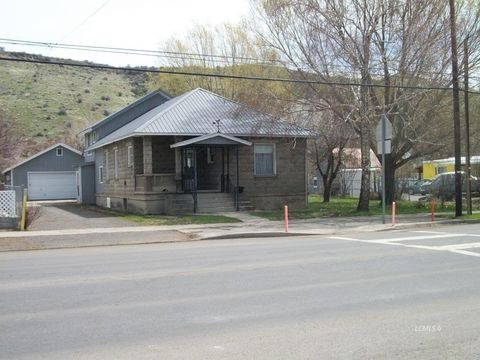 Photo of 601 S F St, Lakeview, OR 97630