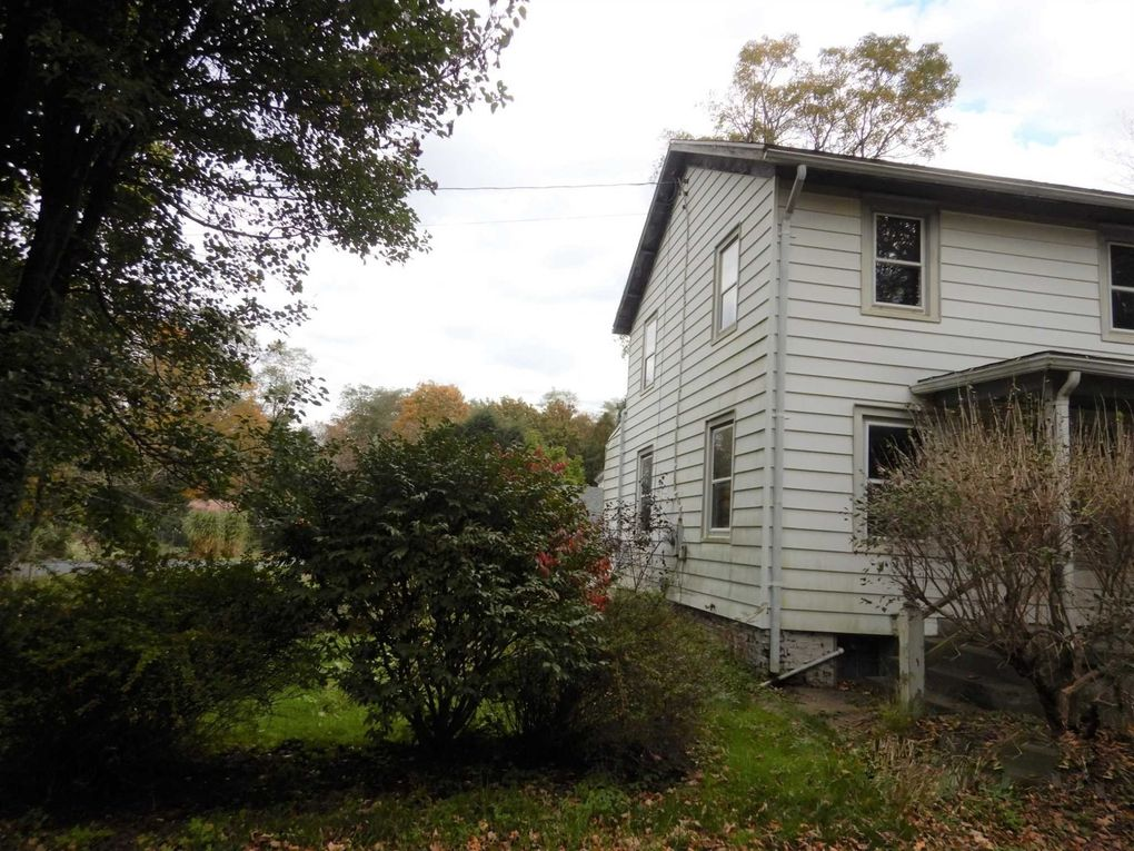 231 Sunset Hill Rd, Pleasant Valley, NY 12569