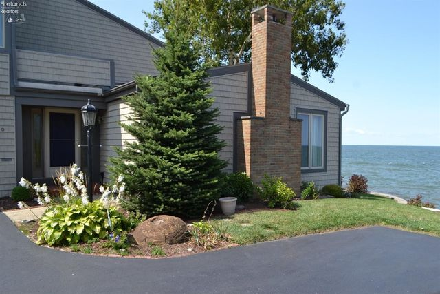 1130 By The Shores Dr Apt 9, Huron, OH 44839 - Exterior