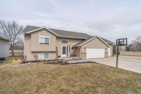 Photo of 100 W Conifer St, Brandon, SD 57005