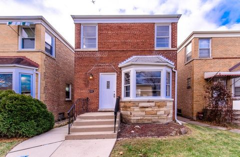Photo of 6754 N Campbell Ave, Chicago, IL 60645
