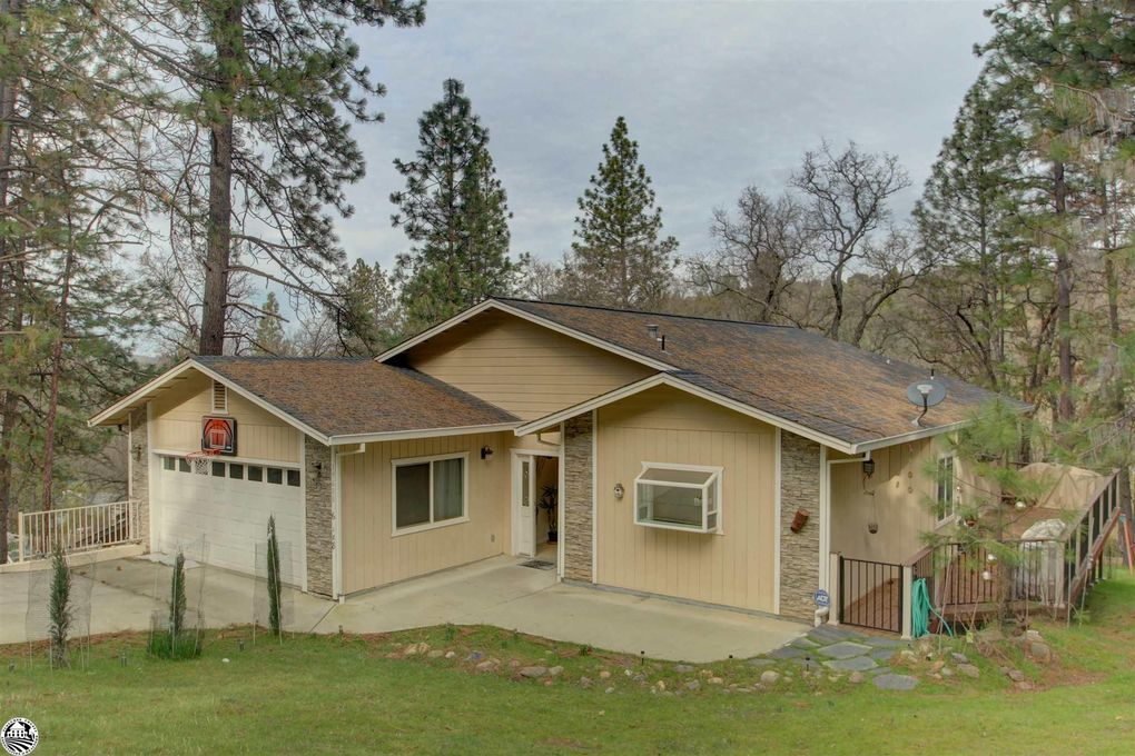 19600 Cottonwood St Groveland, CA 95321