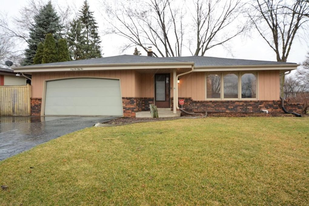 4255 S 78th St, Greenfield, WI 53220