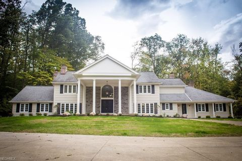 Photo of 4 Whisperwood Ln, Hunting Valley, OH 44022