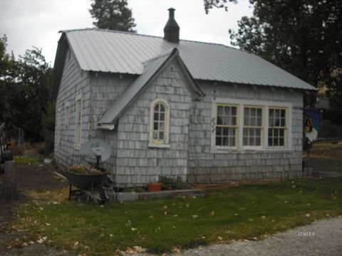 Photo of 824 Center St, Lakeview, OR 97630