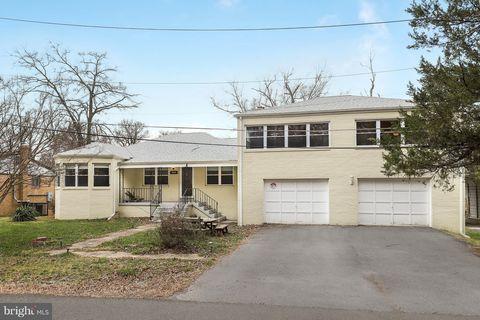 5005 Bridgeport Dr, Suitland, MD 20746