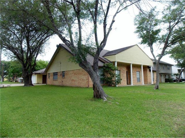 3801 oak ridge dr bryan tx 77802 for Majestic homes bryan tx