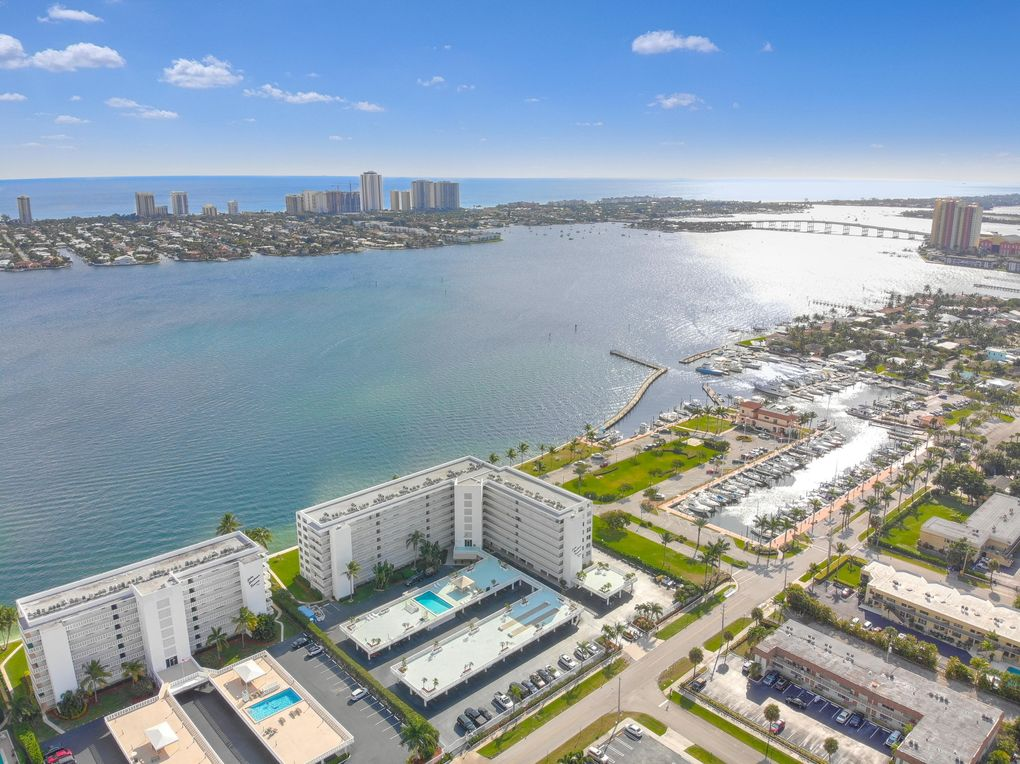 301 Lake Shore Dr Apt 206, Lake Park, FL 33403
