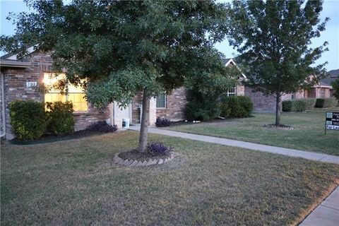 108 Hollow Tree Dr, Red Oak, TX 75154