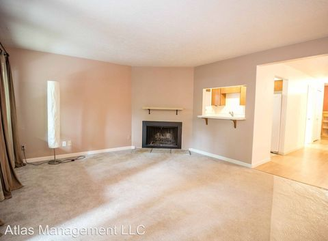 Photo of 15938 Quarry Rd Apt A4, Lake Oswego, OR 97035