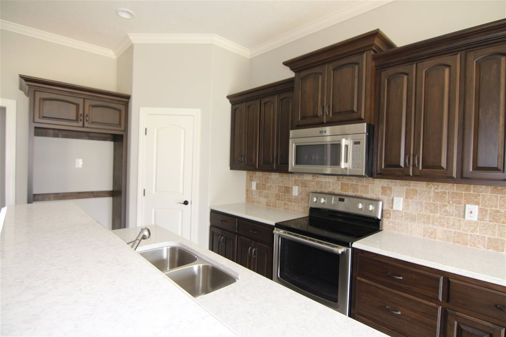 Kitchen Cabinets Jackson Tn 14 garrison dr, jackson, tn 38305 - realtor®