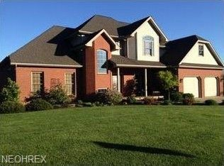 825 Sara Dr, Coshocton, OH 43812