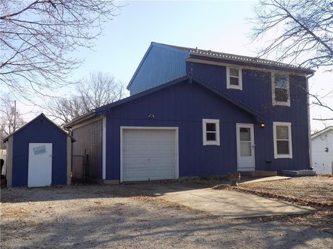 404 S Washington St, Spring Hill, KS 66083