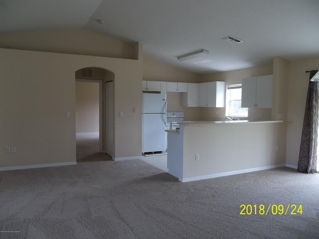 13200 Papercraft Ave, Weeki Wachee, FL 34614