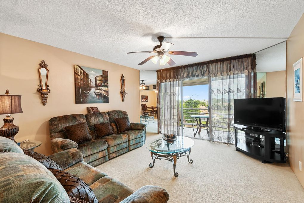 3524 Via Poinciana Apt 402, Lake Worth, FL 33467