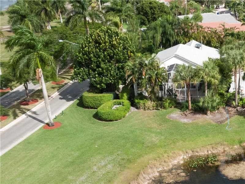 1460 Lacosta Dr, Pembroke Pines, FL 33027