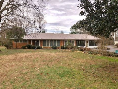 2980 22 Hwy S, Michie, TN 38357