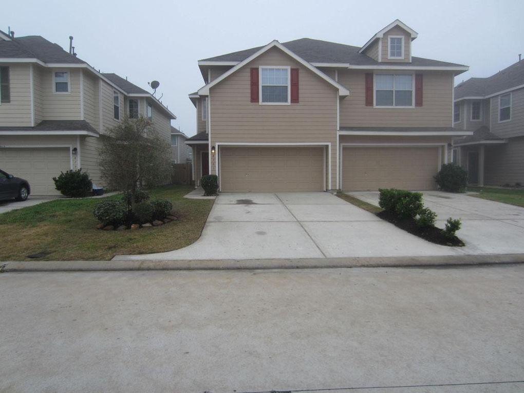 8731 Rainglen Ln, Houston, TX 77044