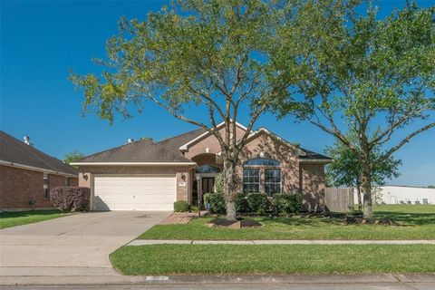 3102 Meadow Bay Dr, Dickinson, TX 77539