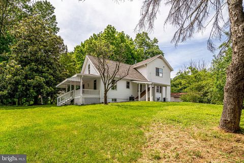 Photo of 6808 Braddock Rd, Annandale, VA 22003