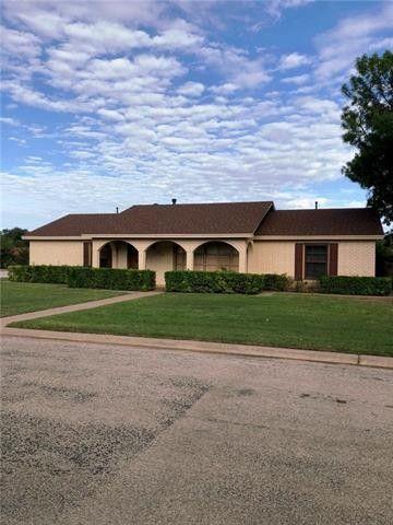 610 Sunset Rd, Seymour, TX 76380