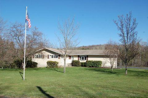 18 Humphrey Rd, Dalton, PA 18414